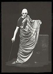 """<p>Peter Wyssbrod dans """"Hommage au théâtre"""" / Photo: Wolfgang Keseberg (brochure de l'événement)</p> — © Centre culturel suisse. Paris"""