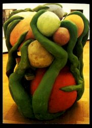 "<p>Fischli & Weiss, ""L'idiot vert"", 1984 / Photo: J.-C. Ammann (carton de l'événement)</p>"