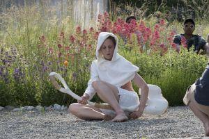 <p>Cécile Bouffard & Ruth Child <em>Delicate People</em>, représentation à la Becque - résidence d'artistes, juin 2021 © Manon Briod</p>