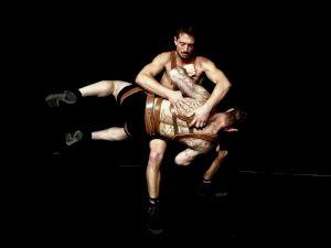 <p>Arno Ferrera et Mika Lafforgue — Cie Un Loup pour l'Homme, Cuir, 2020 © Rocco Schira</p>