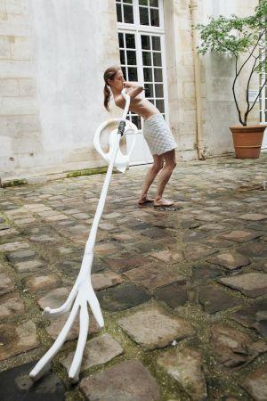 <p>Cécile Bouffard et Ruth Childs <em>Delicate People</em> représentation au Centre culturel suisse, juillet 2021 © Marie Magnin</p>